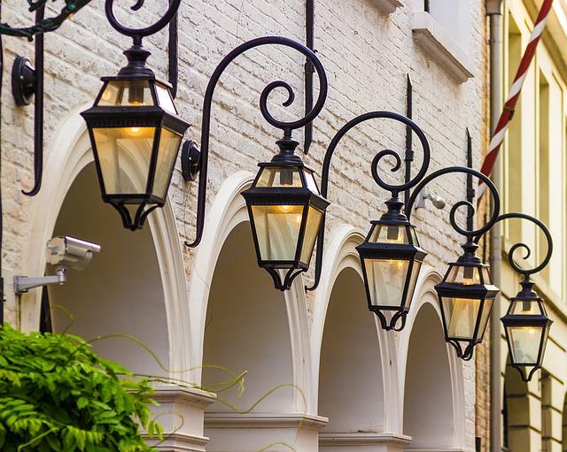 outdoor light bulb camera review